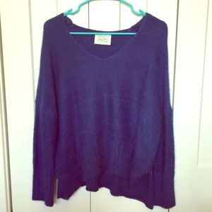 Loose fitting sweater with side slit